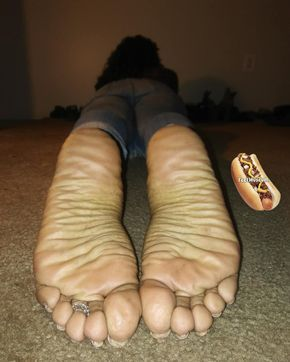 Ebony stinky feet