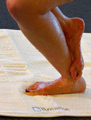 Im Gonna Get Me A Breathe Mat For Bikram Yoga Hot Yogathis Shot Makes Want To Go Class Tonight