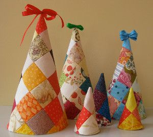 Patchwork Christmas Tree | AllFreeSewing.com ***add buttons and felt decorations!**