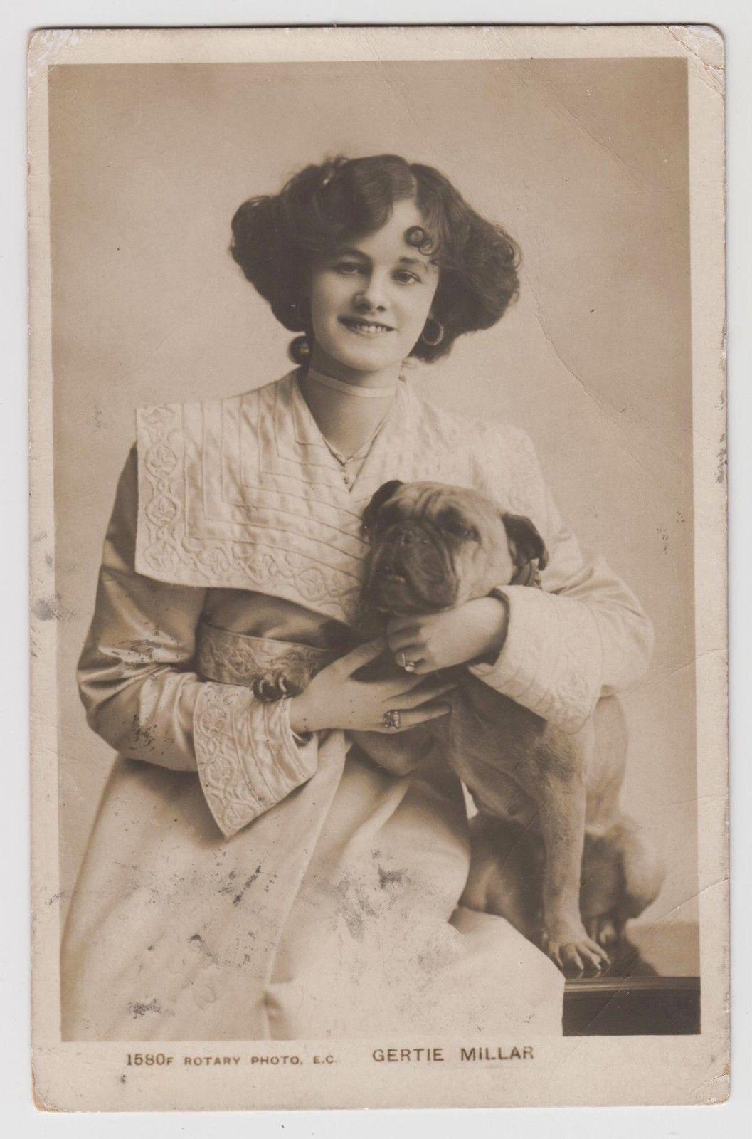 POSTCARD - Gertie Millar, stage beauty, Edwardian theatre actress & bulldog dog.Colección C.H.