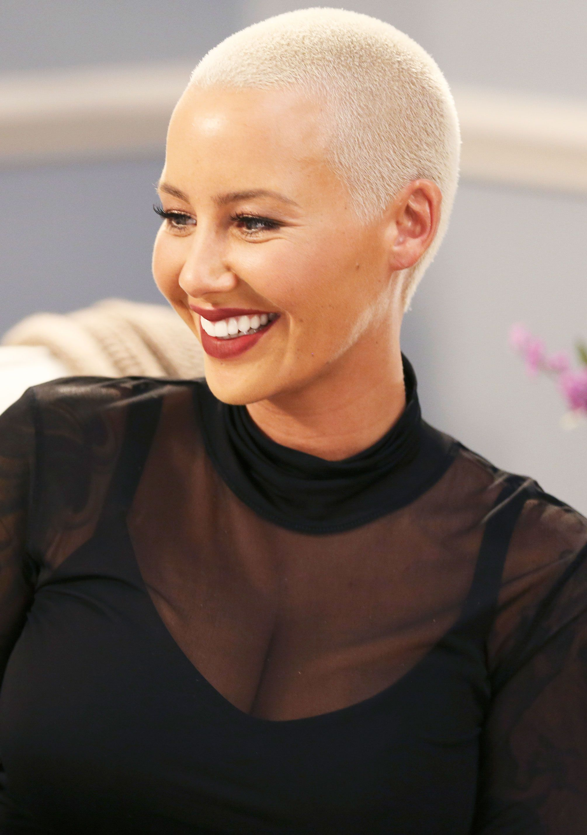 Amber Rose Is Unrecognizable After Dramatic Makeover See Her Shocking New Look Amber Rose Hair Amber Rose Bald Look
