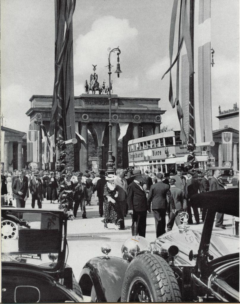 Berlin, Brandenburger Tor, 1930