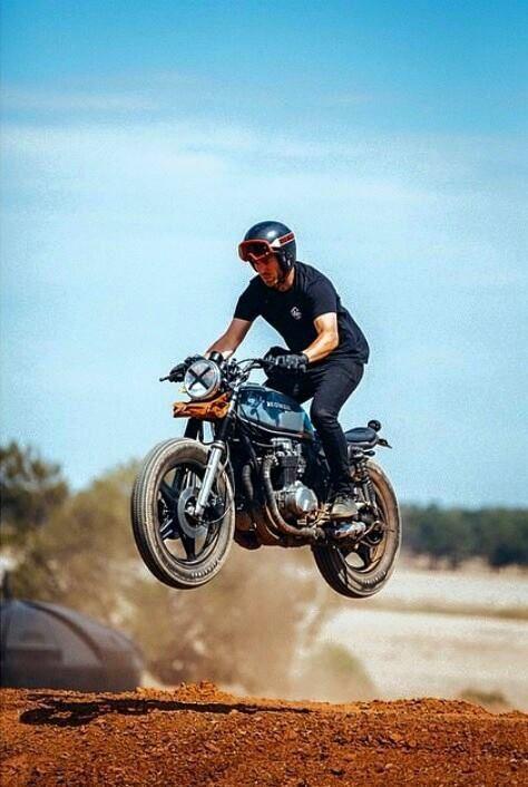 Café Racer Jumping.