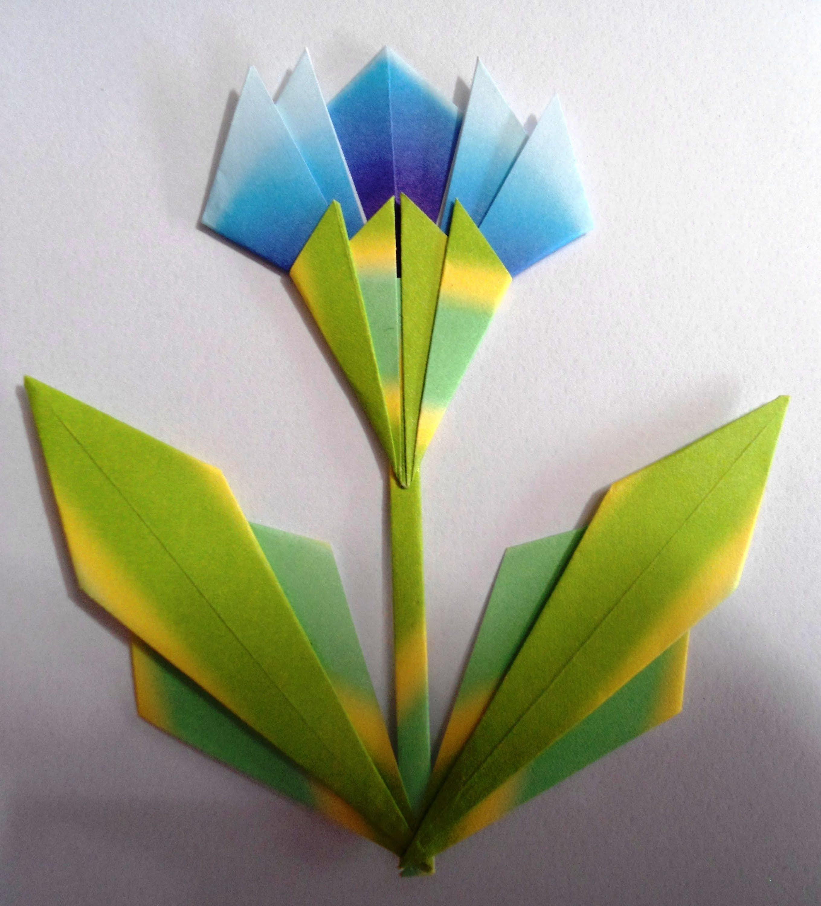 Flor de origami plana tulipa azul origami pinterest origami flower x in flower x 5 in flower base and leaves x 5 in stem jeuxipadfo Images