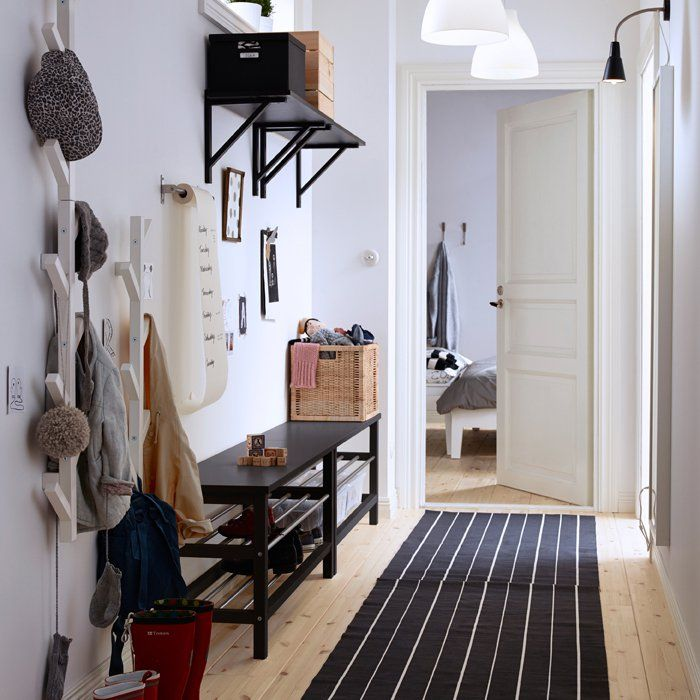 un meuble d 39 entr e ikea banquette et tag re parfaite pour se chausser et ranger ses affaires. Black Bedroom Furniture Sets. Home Design Ideas