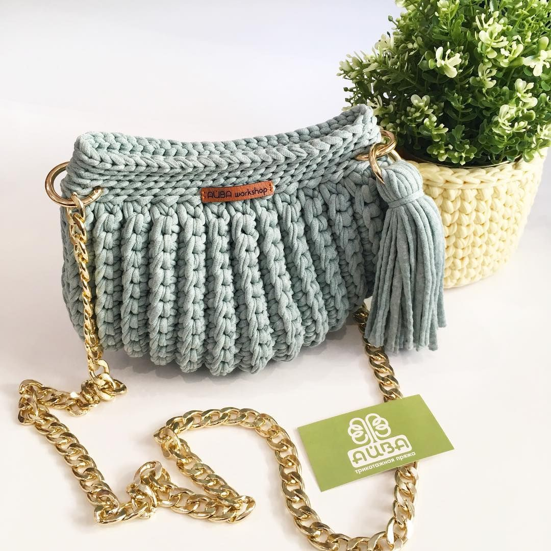 4e50c007e2d2 Сумка-ракушка, бесспорно сегодня одна из самых стильных👌🏻 моделей сумочек  из трикотажной
