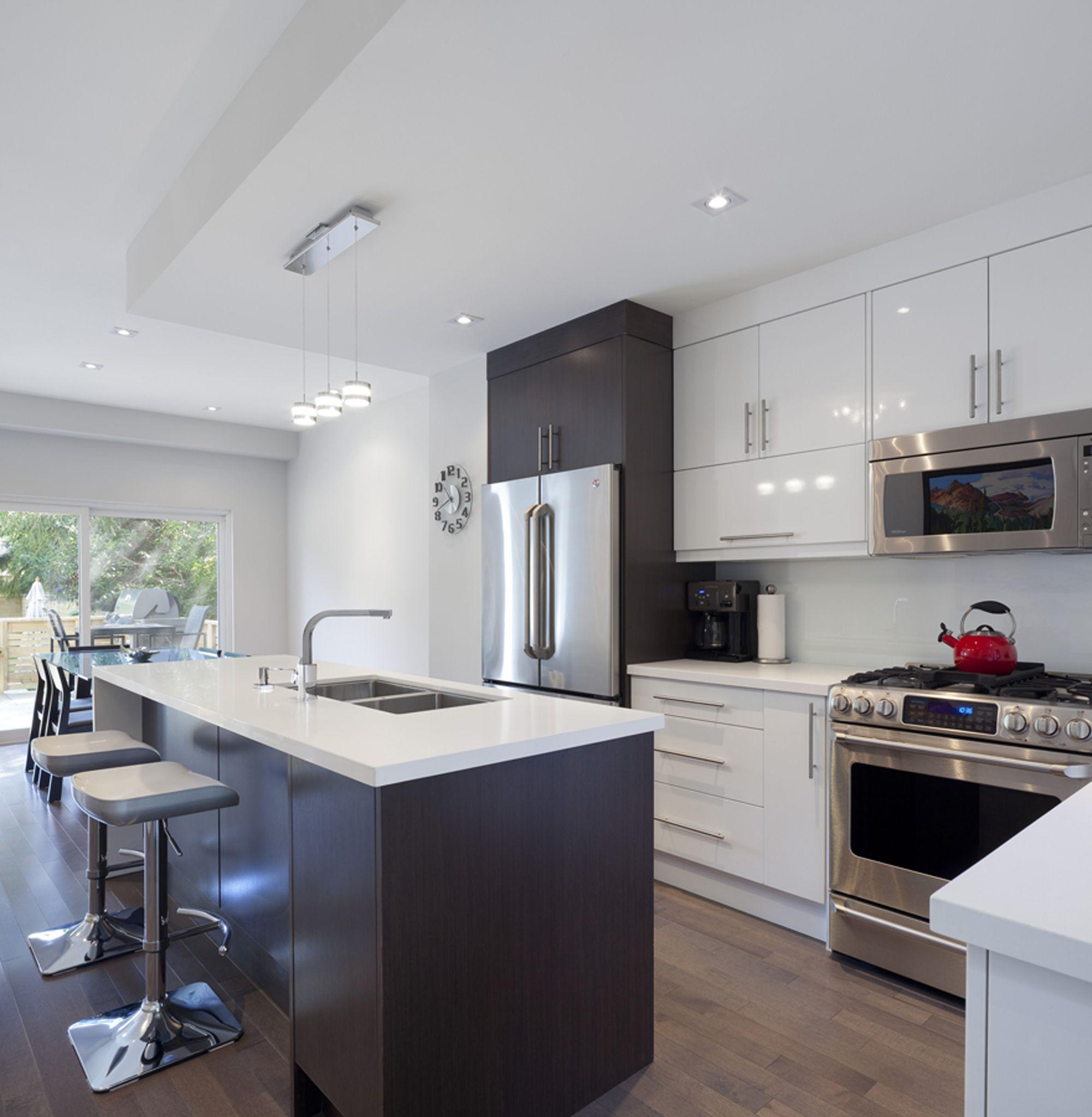 La Casa Lineal Green Dot Architects Kitchen Design Kitchen Remodel Kitchen Decor