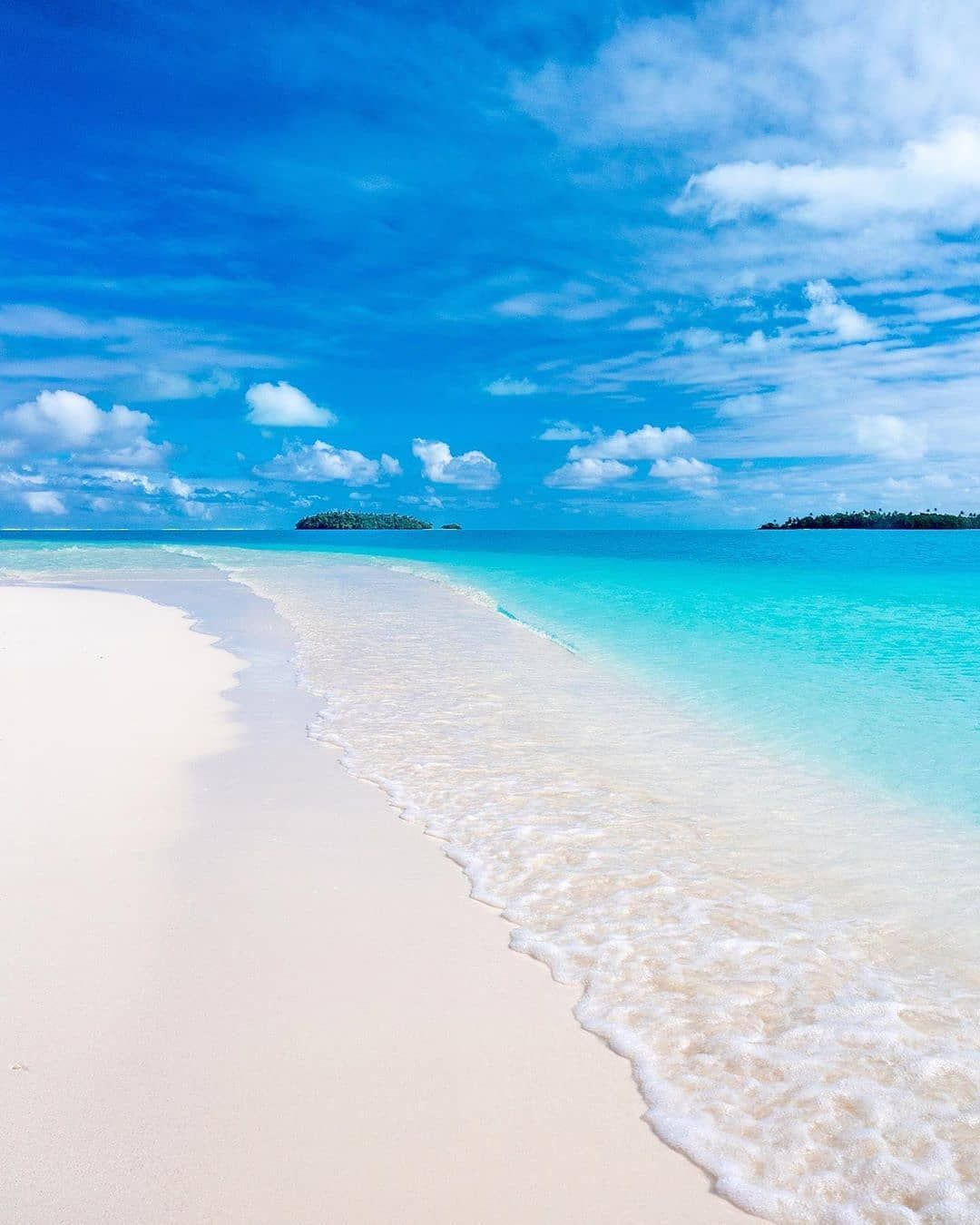Cook Islands Beaches: One Foot Island, Aitutaki, Cook Islands ☀️🏝️ 📸 @_markfitz
