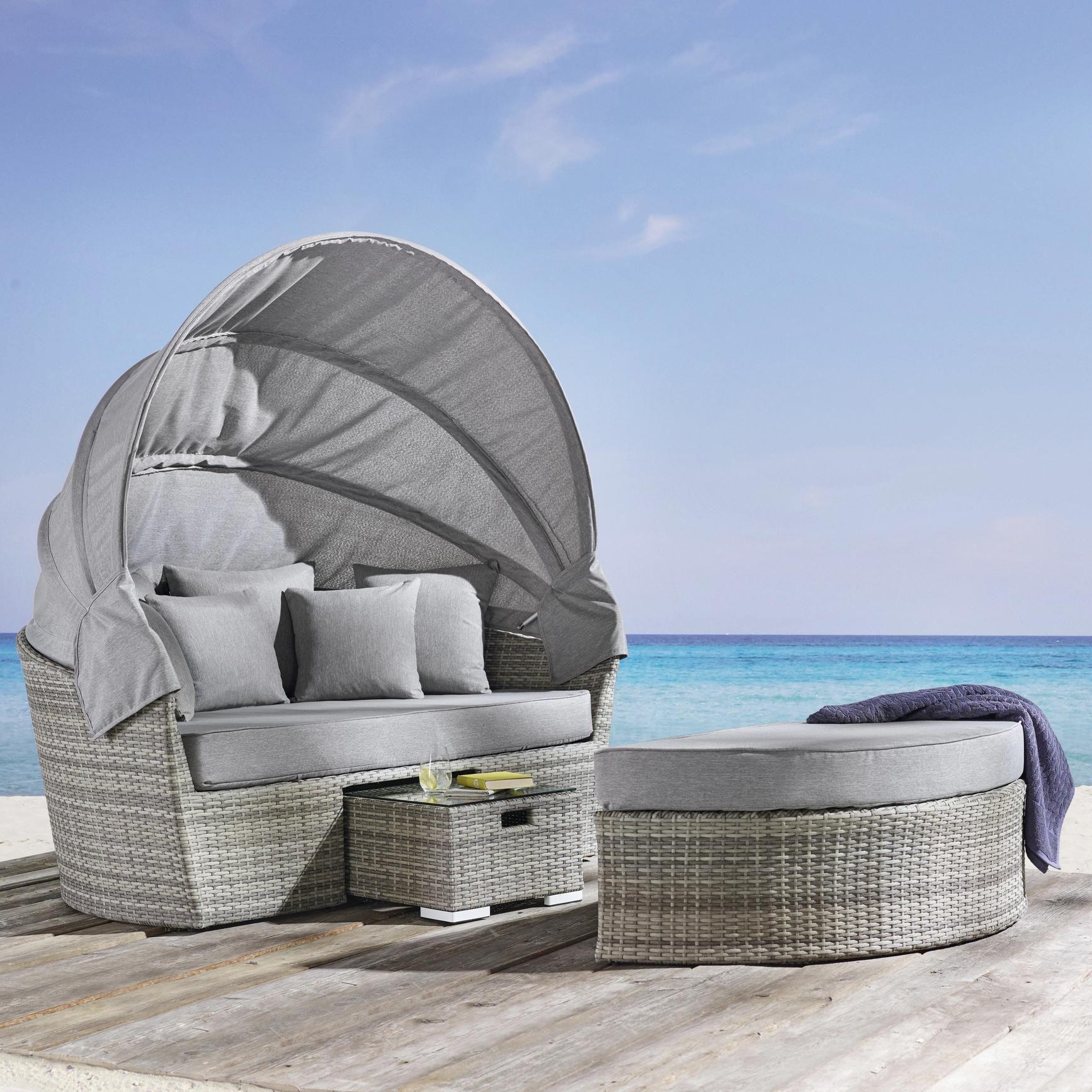 Sonneninsel Aus Polyrattan In Grau Ein Sitzplatz Zum Wohlfuhlen Zierkissen Lounge Garnitur Terassenideen