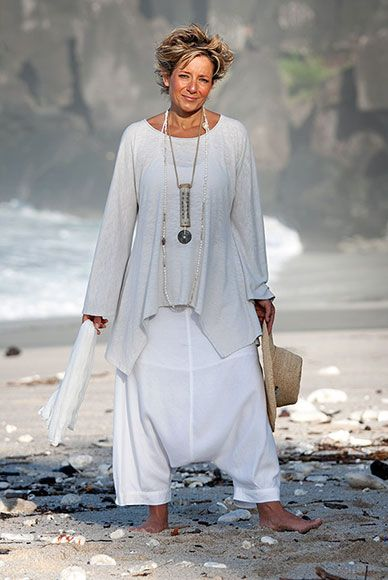 """Women's apparel: loose fit jersey Top """"Nuage""""  worn over the white  """"Adrien"""" harem pants"""