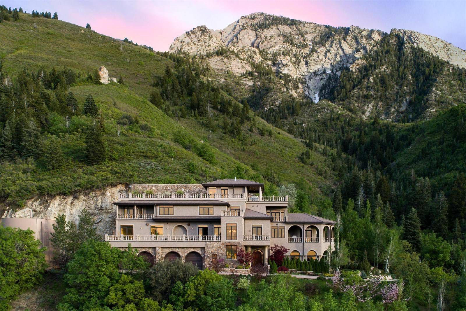 10 homes that get luxe mountain living right