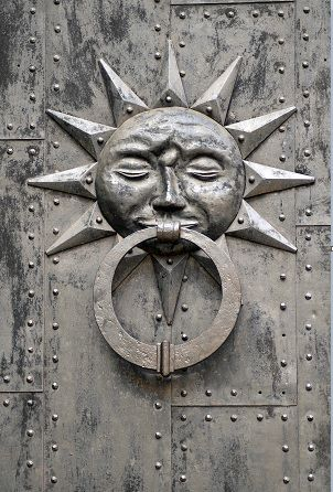 Silver | 銀 | Plata | Gin | Argento | Cеребро | Agent | Colour | Texture | Pattern | Style | Design |Sun Door Knocker