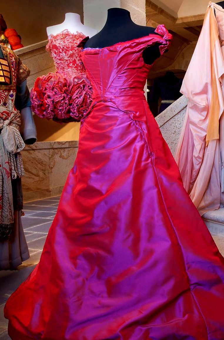 FANTASY & MEDIEVAL WONDERFULL FASHION | Old dresses, corsets, and ...