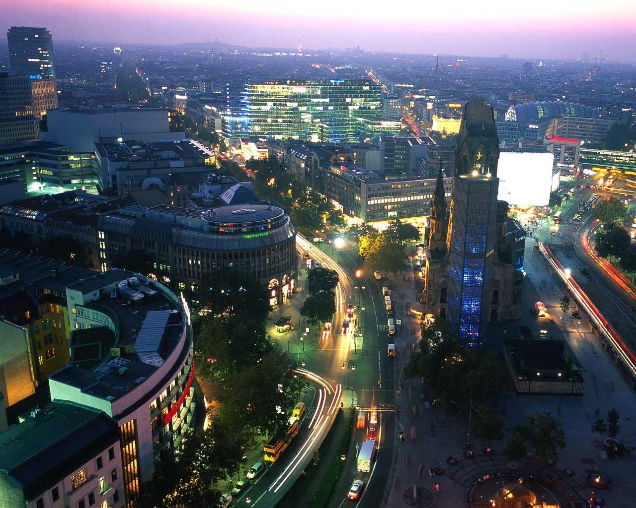 Berliini, tai: Kuinka metropoli luo itsensä uudelleen.