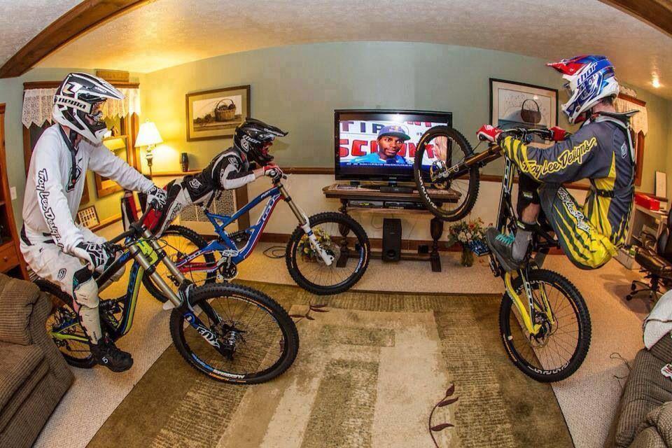 Dh Room Freeride Mountain Bike Freeride Mtb Downhill Bike