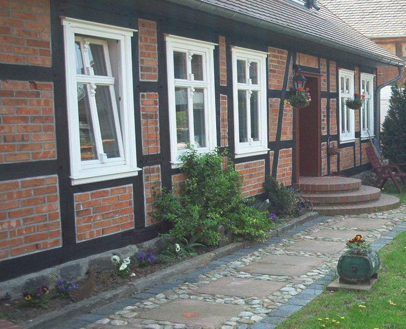 Gehweg Vor Dem Haus Gartenweg Aus Alten Steinen Garten Haus Haus Bauen