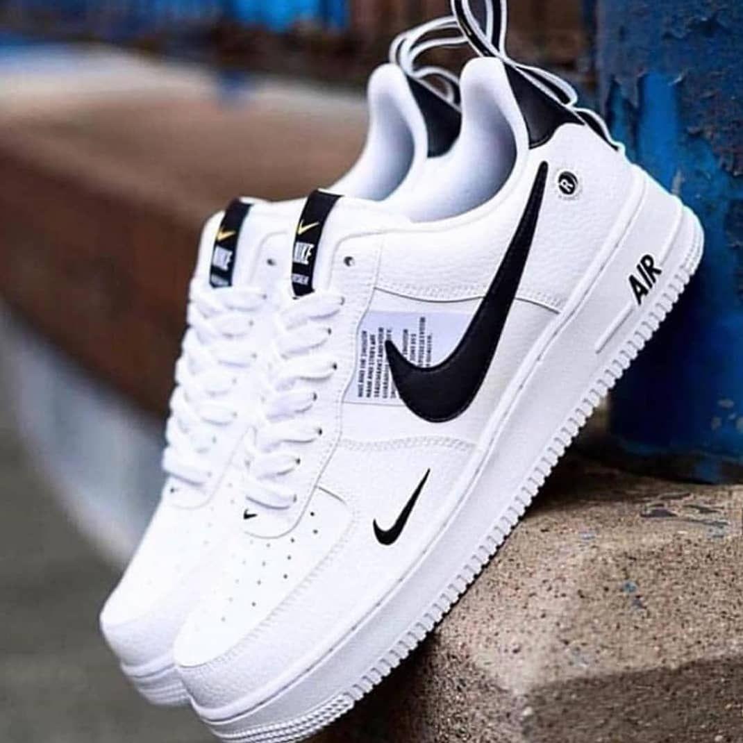 pair de chaussure nike