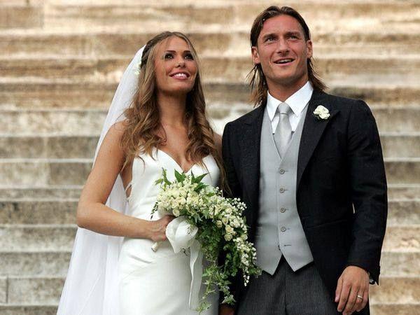 Bouquet Sposa Ilary Blasi.Ilary Blasi E Francesco Totti Di Nuovo Sposi Con Immagini