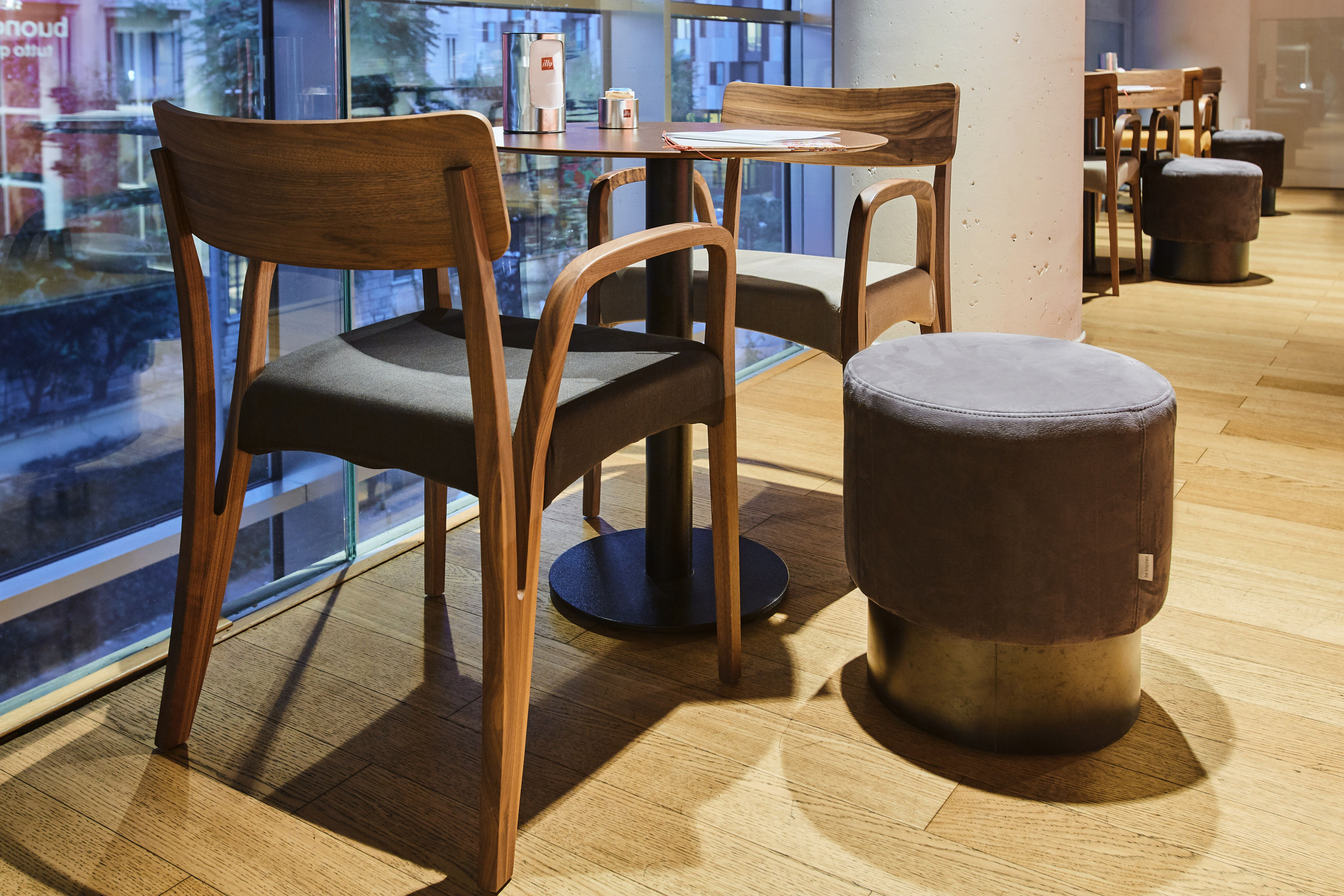 Ristorante #mobili #arredamento #tavoli #sedie #sgabelli #divani