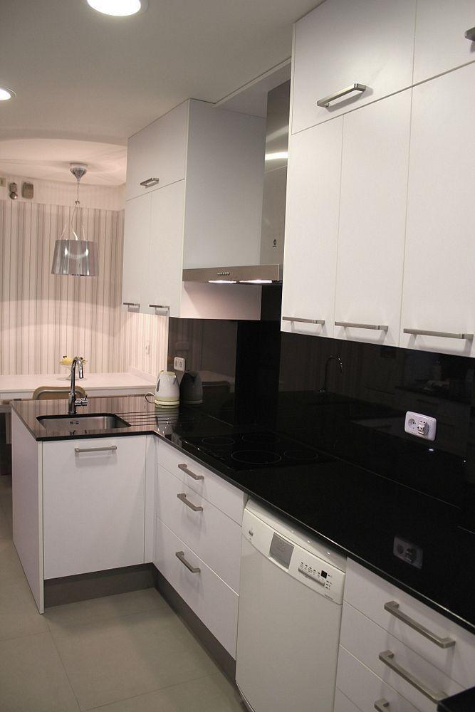Dise o de cocinas dise o de cocinas en madrid centro for Encimera de cocina lacada en blanco negro