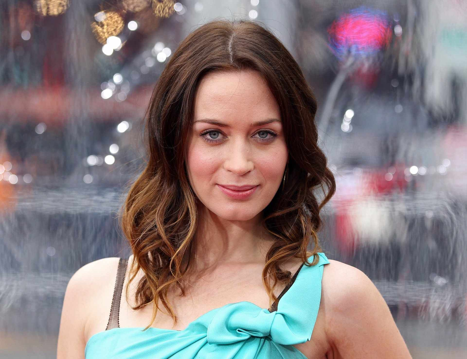 Emily Blunt Wallpapers Hd Free Download Emily Blunt Emily Blunt Family Emily Blunt Bikini