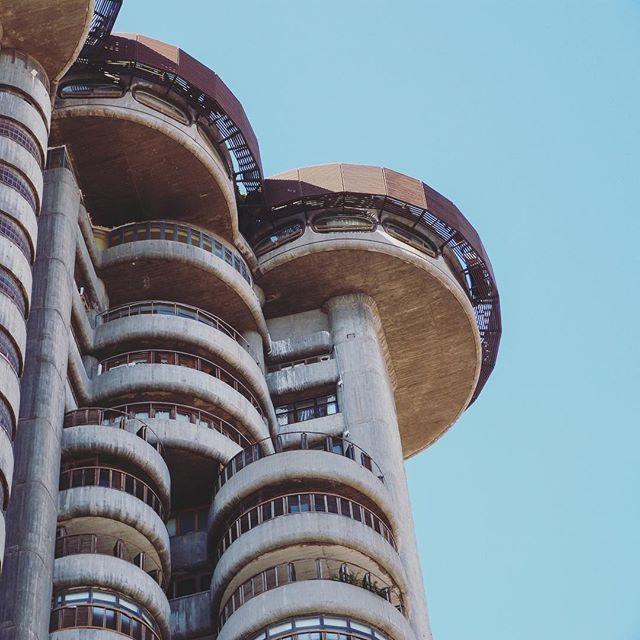 Unas veces se gana y otras se madruga. Buenos días.  - INSTAGRAM .  #architecture #arquitectura #building #city #sky #ciudad #cielo #madrid #picture #photo #photos #photography #torresblancas #photoshoot #photodaily #photogram #photooftheday #picoftheday #instadaily #instagood #bestoftheday #beautiful #beautifulday #beauty #pretty #love #happy #instagram #goodmorning
