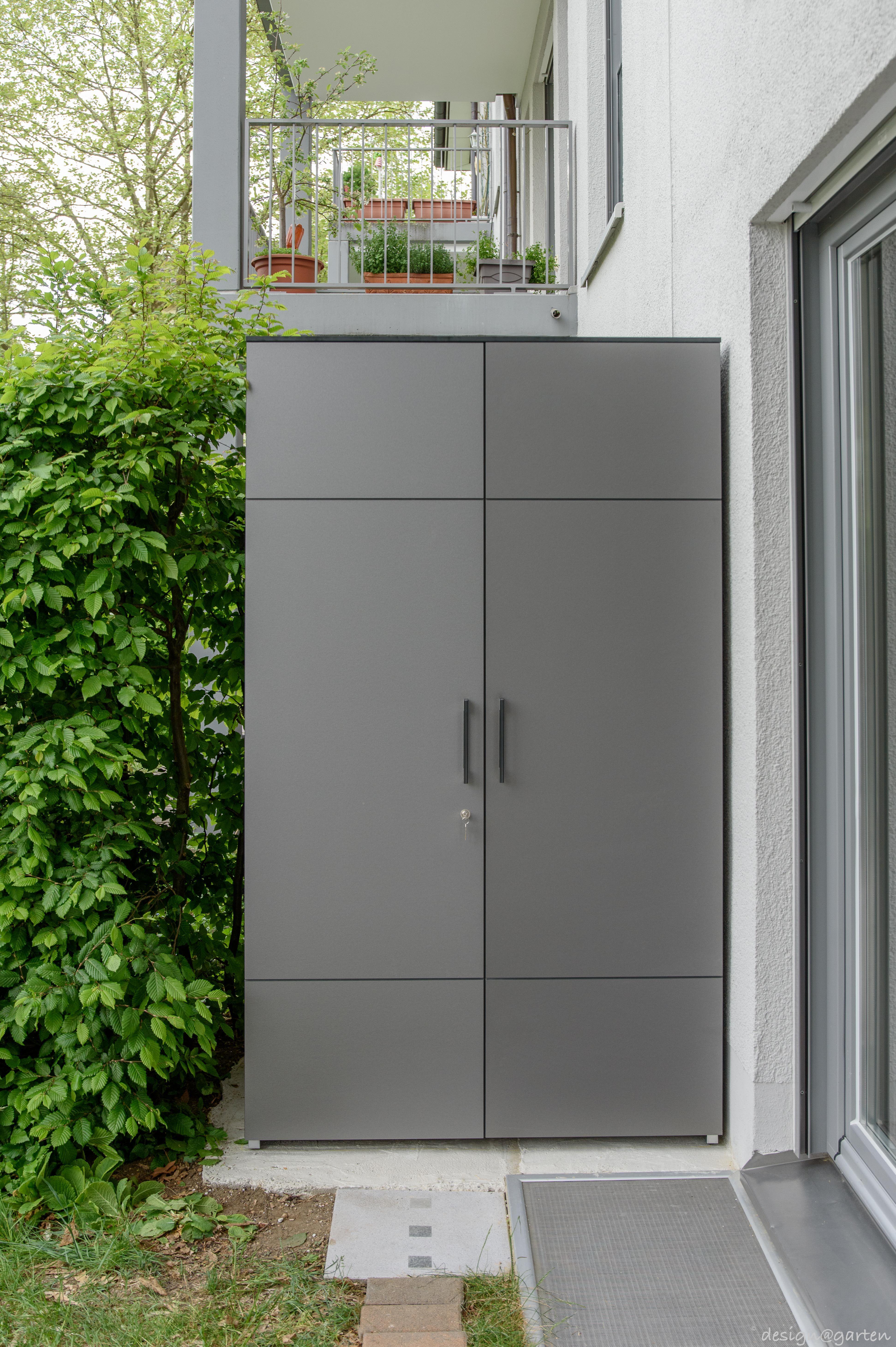 Balkonschrank Terrassenschrank Hochschrank Win In Munchen By Design Garten Augsburg Farbe Graualuminium Metallics Gartenschrank Balkonschrank Schrank