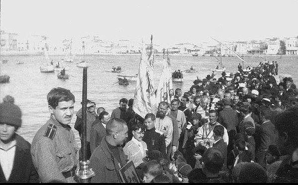 1920 г. Корабль с эвакуированными частями Белой Гвардии прибывает в Афины. Греция.