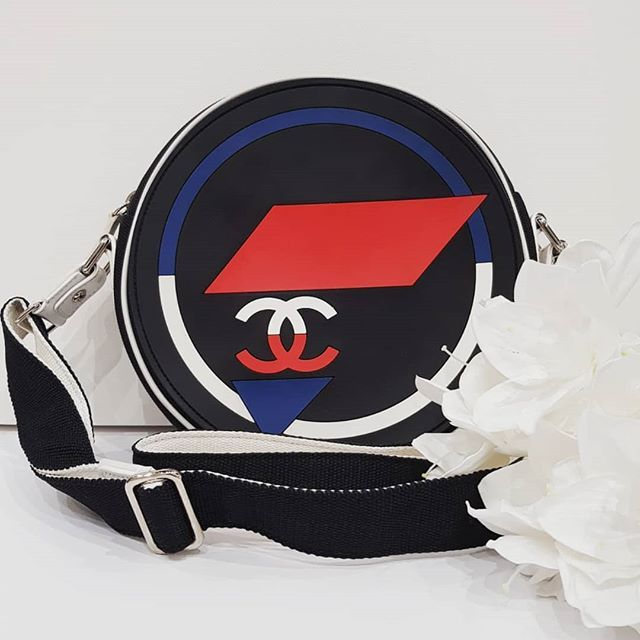 b549c261d4ac Preloved Chanel Canvas Rubber Circle Airline Messenger Bag Black/White/Red
