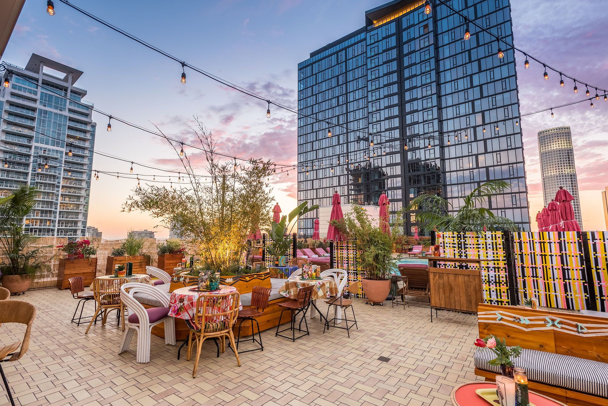 First Look Broken Shaker Is Downtown La S Gorgeous New Rooftop Stunner Rooftop Bars Los Angeles Rooftop Bar Rooftop Bar Bangkok