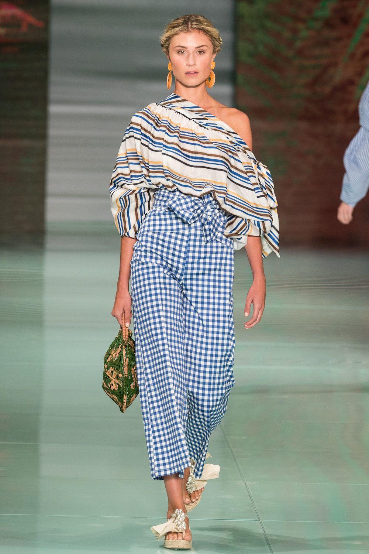 Silvia Tcherassi\'s breathtaking collection hit the Miami Fashion ...