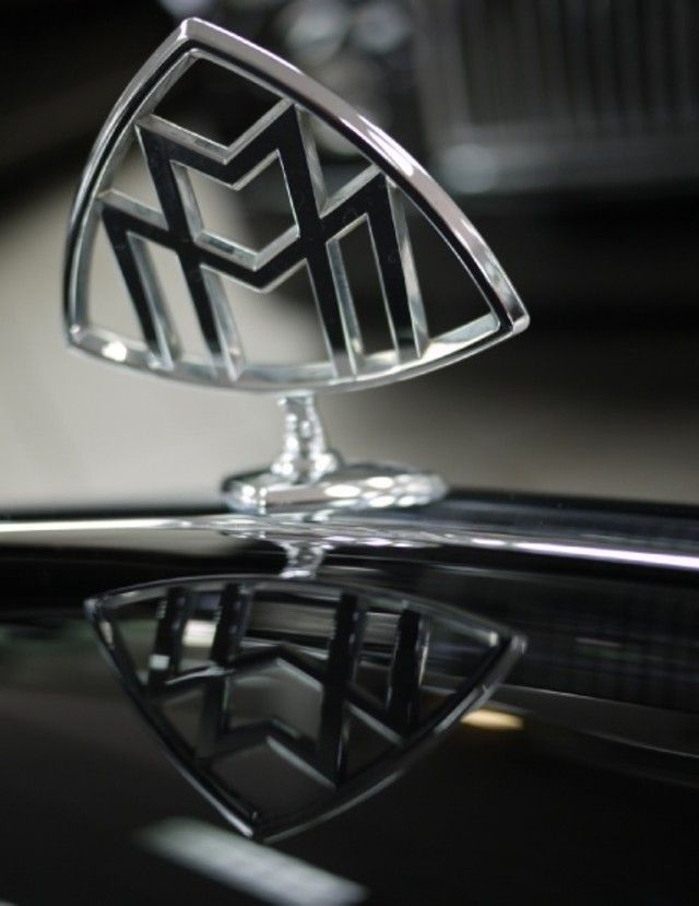 Aston Martin Hood Ornament Google Search Ta Br Pinterest