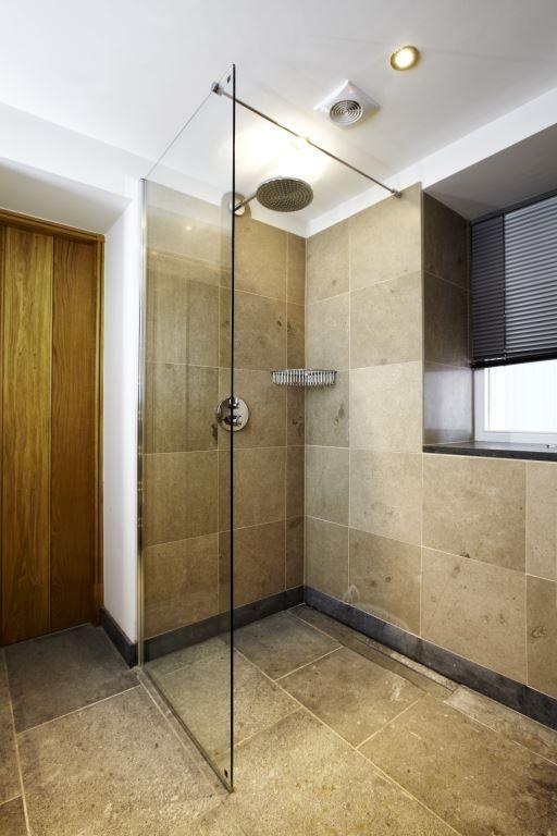 Leisteen geschikt voor uw badkamer - Leisteen vloer Lei Import B.V. ...
