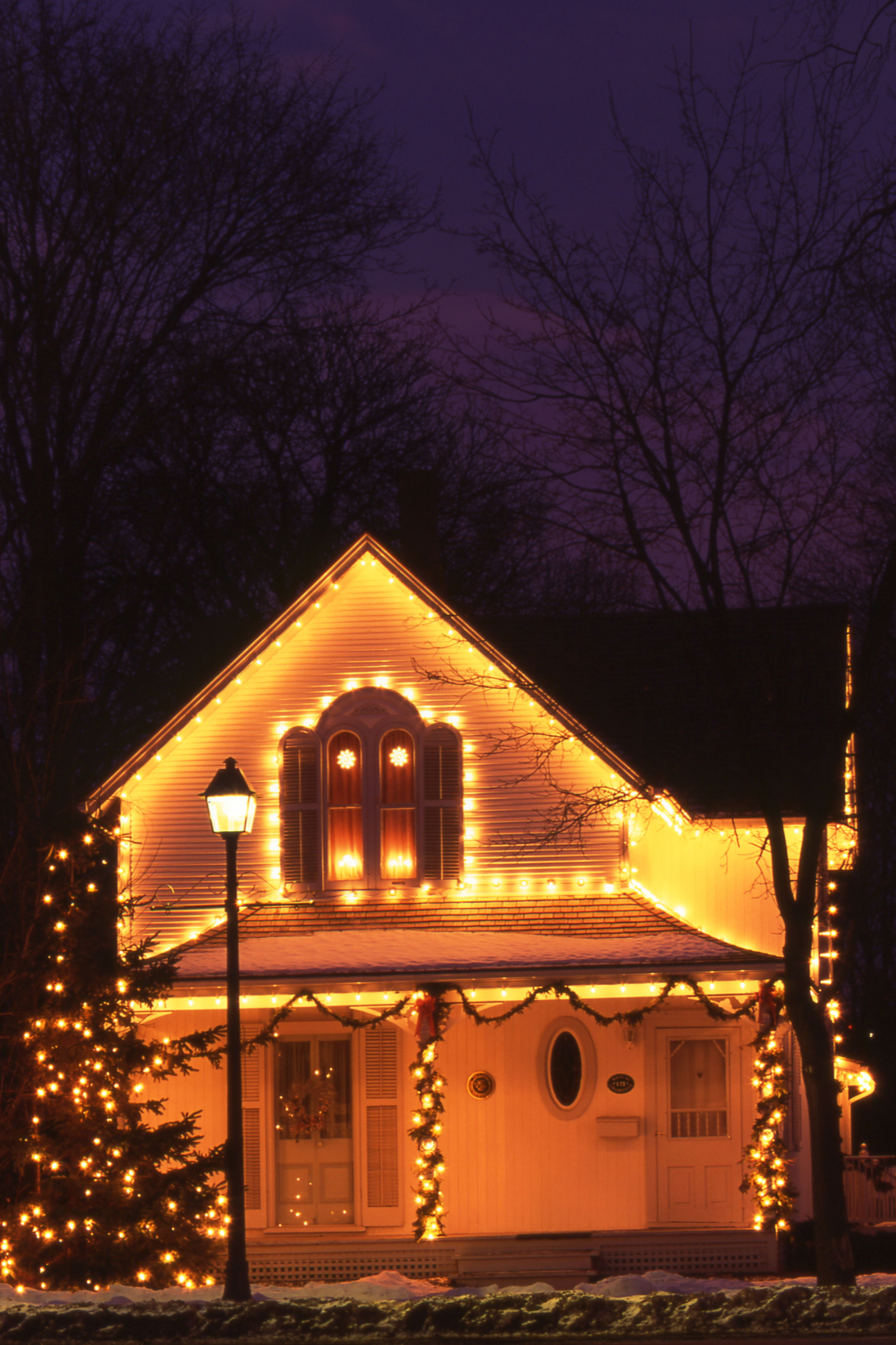 16 Outdoor Christmas Lights That Will Outdo Your Neighbor S House