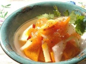 「フルーティー☆柿とりんごと大根のデザートサラダ」フレッシュな旬の柿の甘さが引き立った甘酸っぱいフルーティーなサラダです。デザート感覚でお召し上がりいただけ【楽天レシピ】