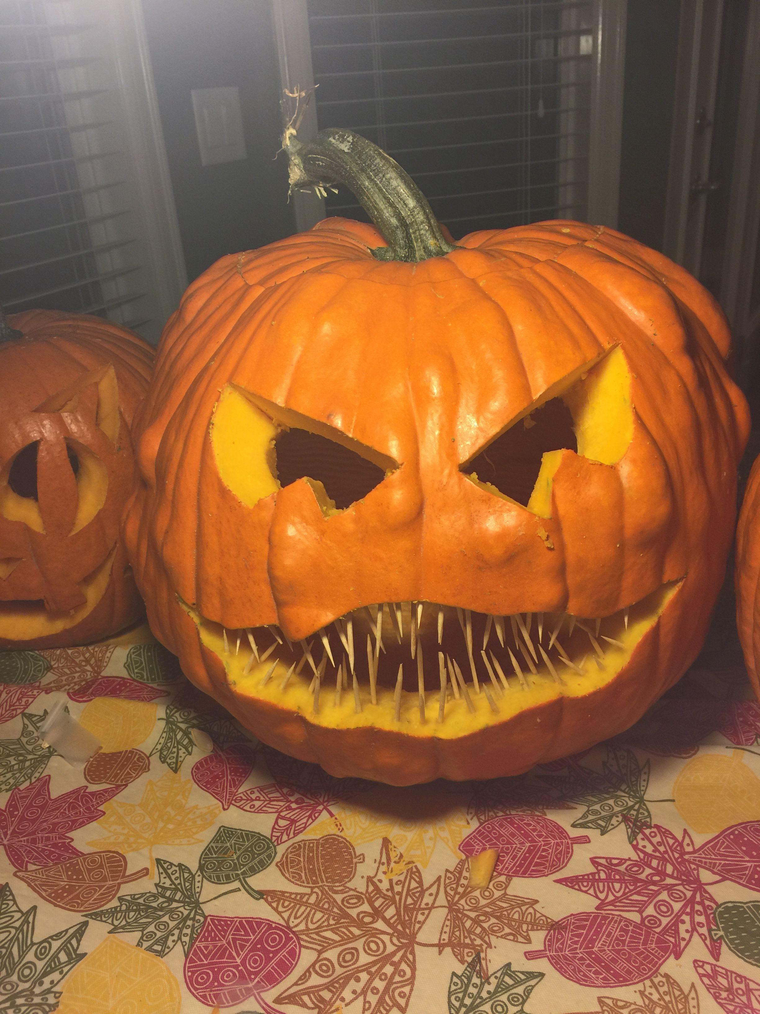 Easy pumpkin carving idea with toothpicks. Creative