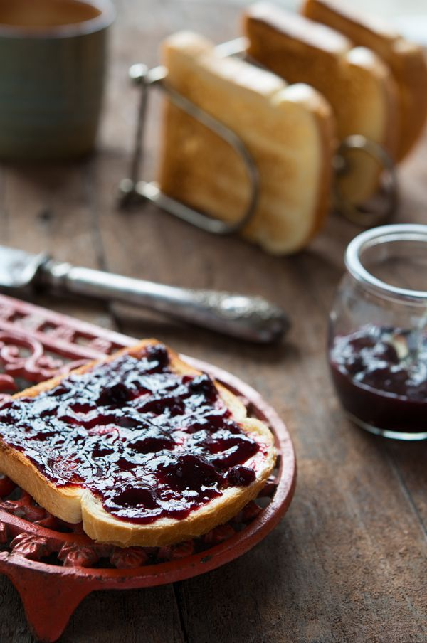 Deze jam is heerlijk bij Parmezaanse- of Pecorino kaas maar natuurlijk ook op de boterham!