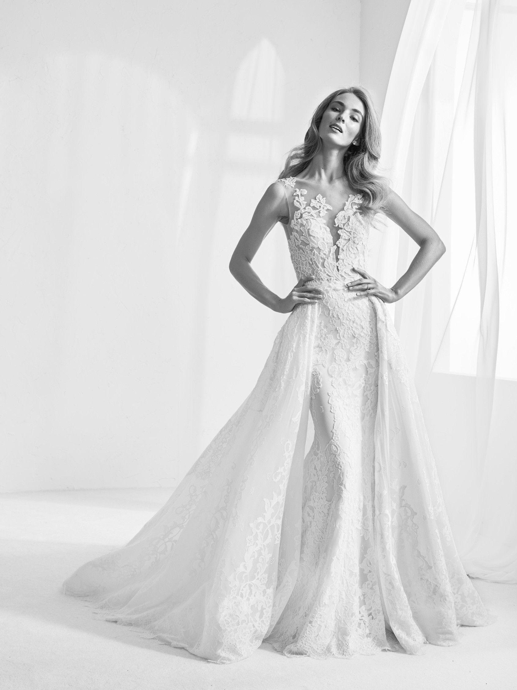 74f877041 Raluy  Vestido de novia de encaje con sobrefalda extraíble - Pronovias