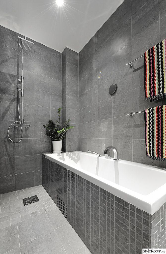 Light Grey Tile Floor Darker Grey Tile Walls Badrum Gratt Badrum Inspiration Plastmatta Badrum Gratt Kakel