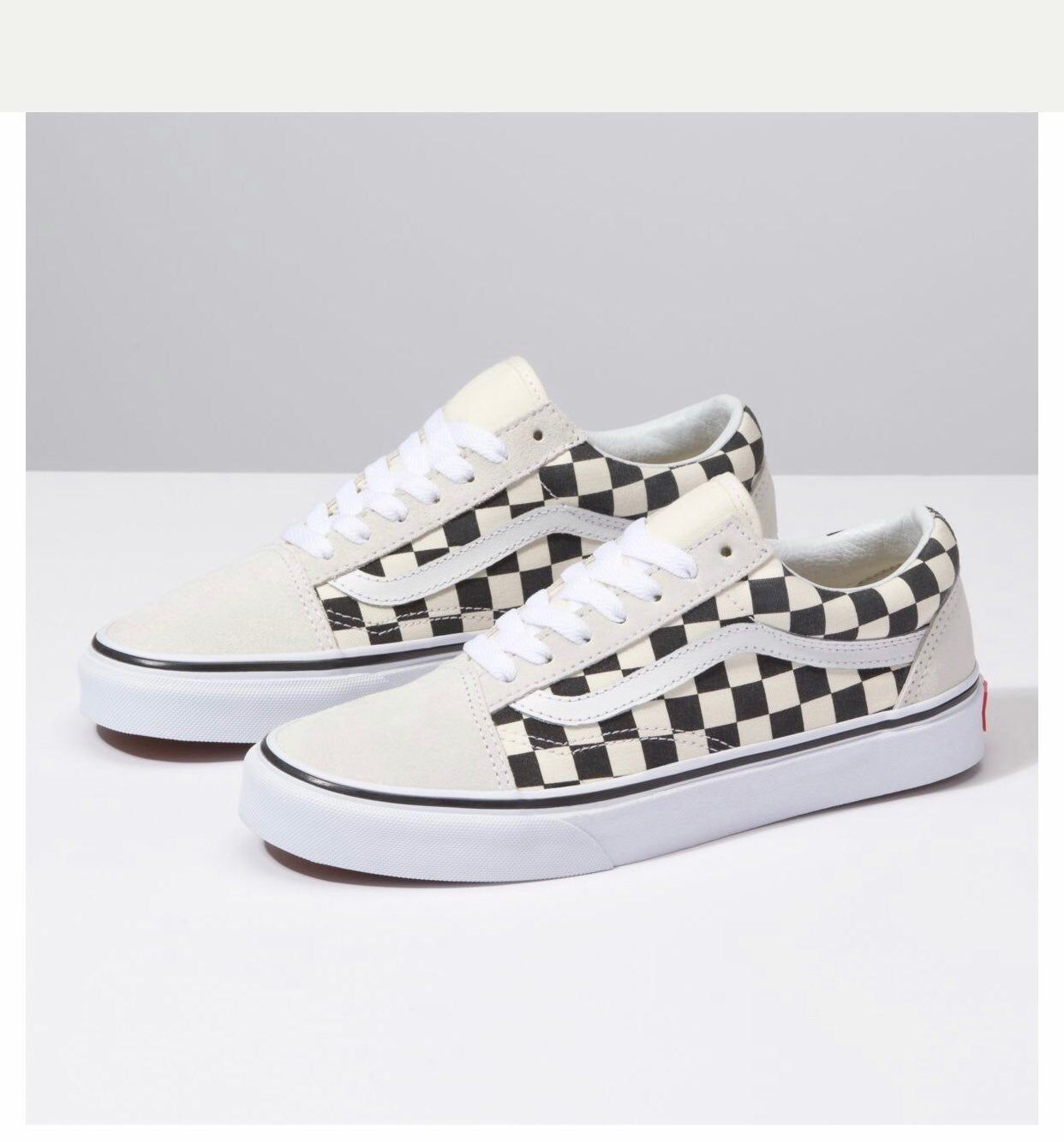 The Checkerboard Old Skool The Vans Classic Skate Shoe And First To Bare The Iconic Sidestripe Is A Low Top Lace Up Turnschuhe Women S Shoes Vans Schachbrett