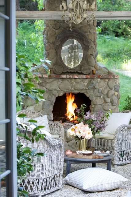 7 essential tips for entertaining on the patio this weekend -  Did I mention that we have been doing a fairly decent sized renovation project over here?   One that involves hammering and sawing and a wh...
