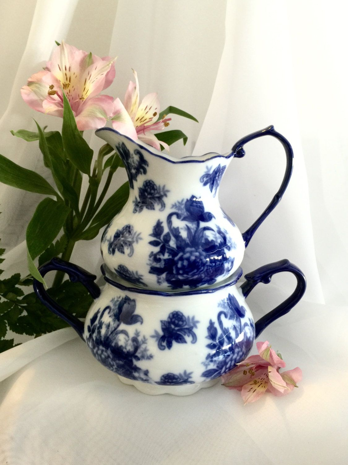 Kitchenware creamer and sugar blue roses stackable cobalt