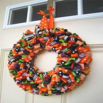 C mo hacer coronas navide as con cinta halloween pinterest coronas navide as coronas y cintas - Como hacer coronas navidenas ...