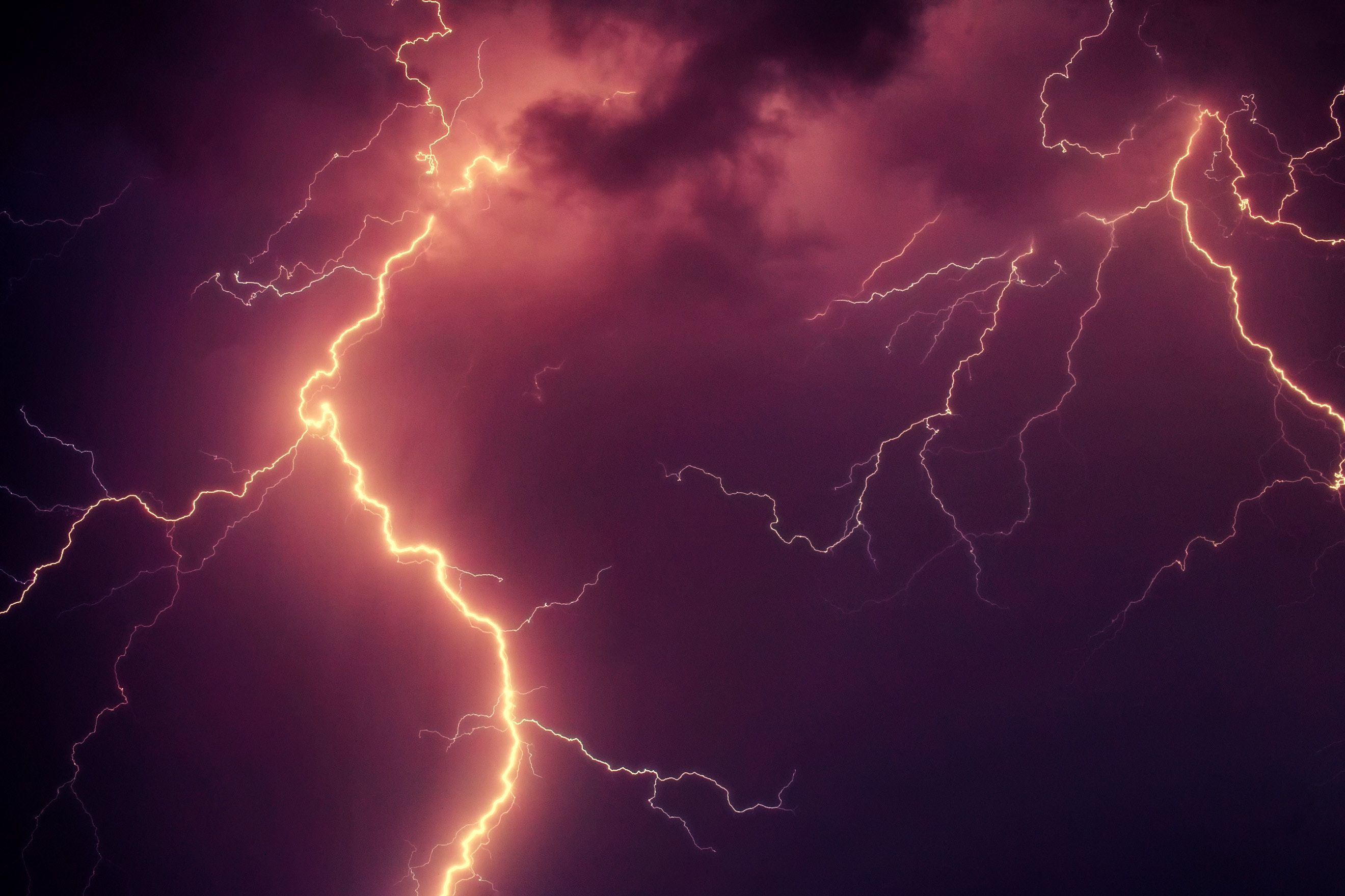 Learn How To Paint Lightning Bolts On Your Miniatures Tutorial Thunderstorm And Lightning Red Lightning Rain And Thunder