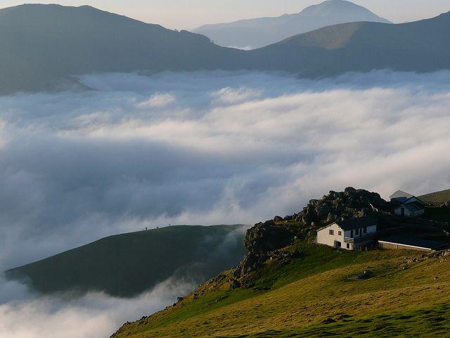 Paysage de montagne pays basque pyr n es atlantiques france pays basque pinterest - Office tourisme massif central ...