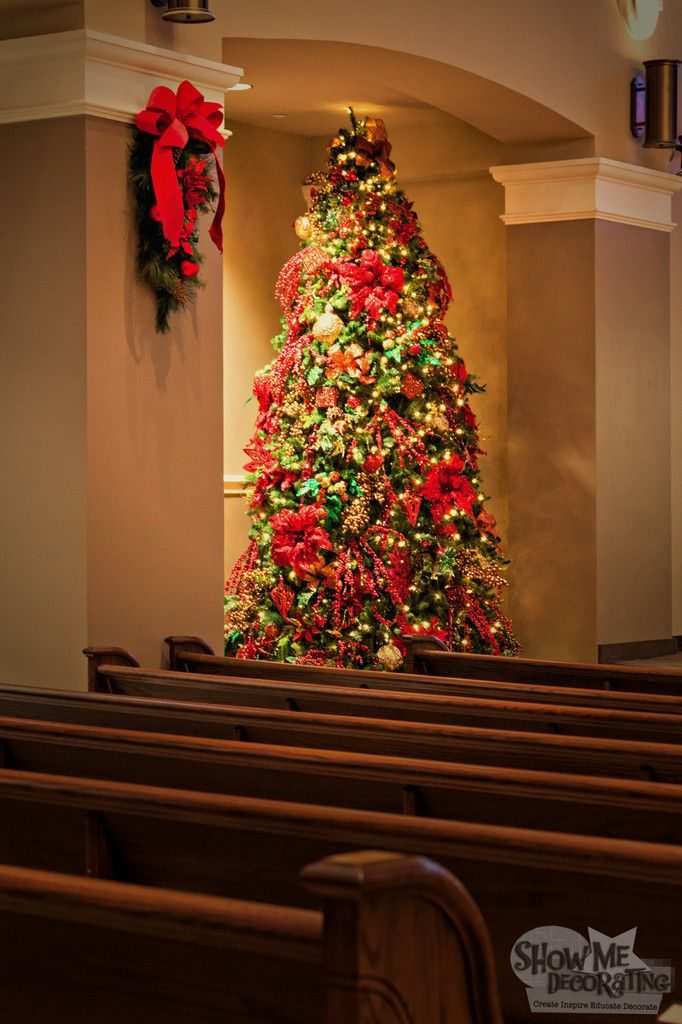 Christmas Decorations For Church Love The Teardrop For The Sanctuary Beautifully Decorated Tree In Church Christmas Decorations Christmas Church Church Decor