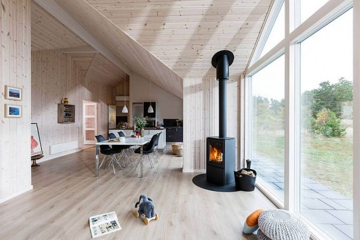 maison scandinave avec un design contemporain poele bois. Black Bedroom Furniture Sets. Home Design Ideas
