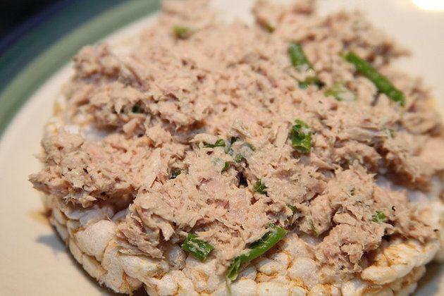Pasta z tuńczyka - sposób na pyszne kanapki
