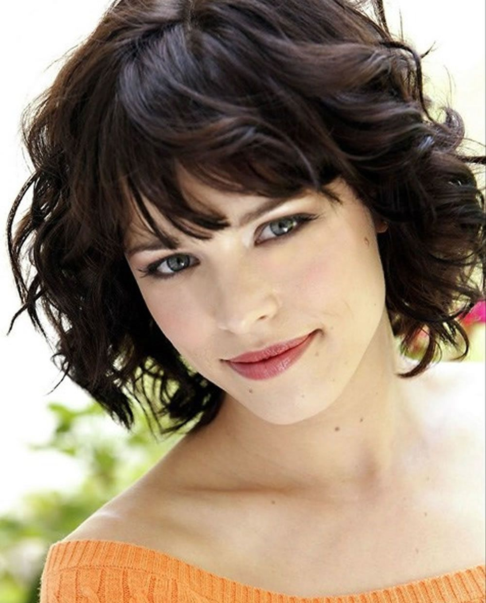 24 Wavy Hairstyles For Women With Square Faces 2019 Curly Hair 2019 Hairstyles For Curly Hair Short Haircuts With Bangs Short Hair Styles Thick Hair Styles
