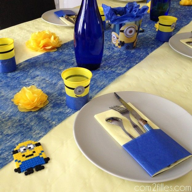 anniversaire minion des diy pour une jolie d co de table anniversaire minions table. Black Bedroom Furniture Sets. Home Design Ideas